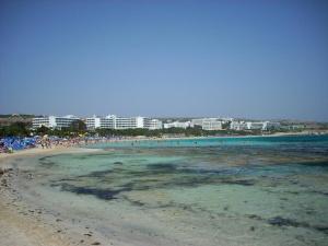 Kypr - pláž v letovisku Agia Napa
